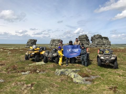 Флаг Уником-Сервис пронесли в экспедиции на Хребет Кваркуш и Жигаланские водопады