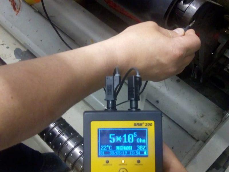 Испытания электропроводящего вала на бобинорезательной машине